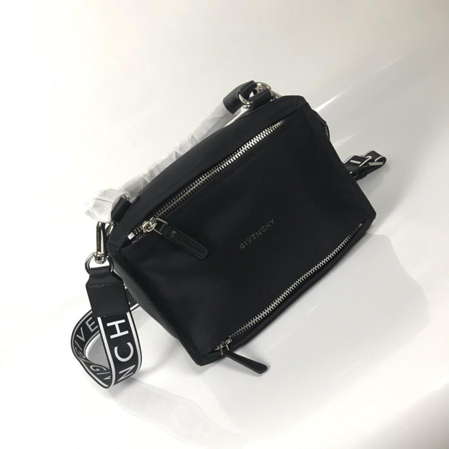 Givenchy AAA+ handbags #335417 replica