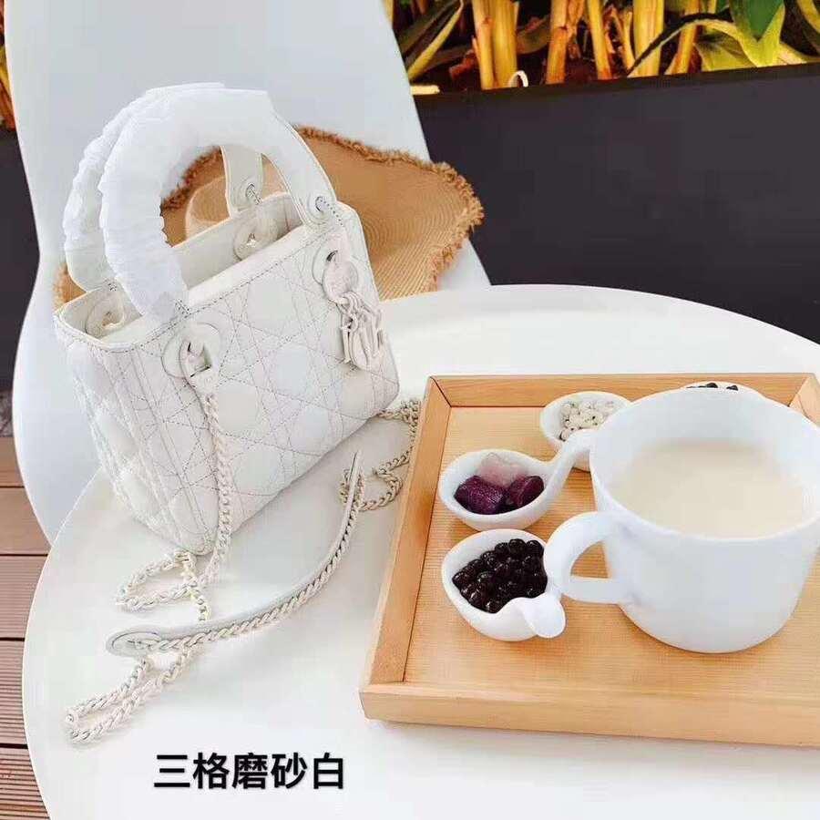 Dior AAA+ Handbags #410192 replica