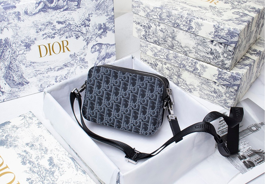 SAFARI MESSENGER BAG Black and Blue Dior Oblique Jacquard and Embroidered Patches AAA+ 1ESPO206YKY_H21E replica