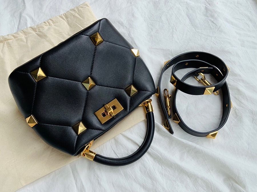 VALENTINO AAA+ Handbags #460596 replica