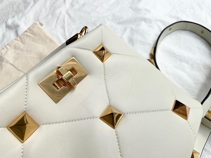 VALENTINO AAA+ Handbags #460598 replica