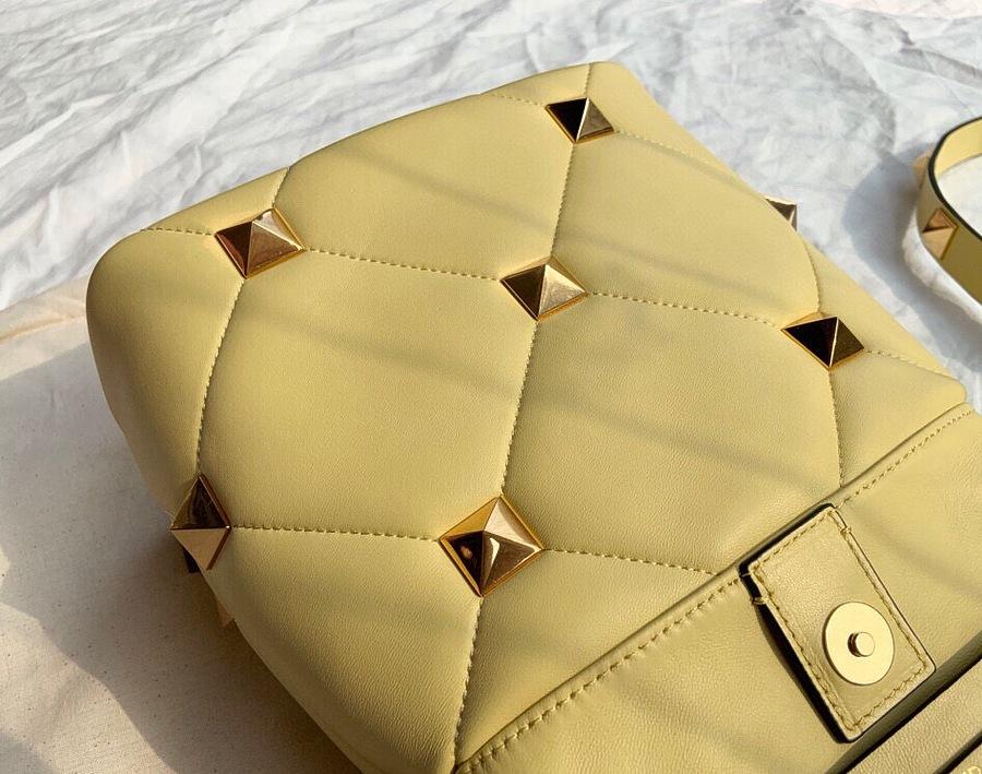 VALENTINO AAA+ Handbags #460603 replica