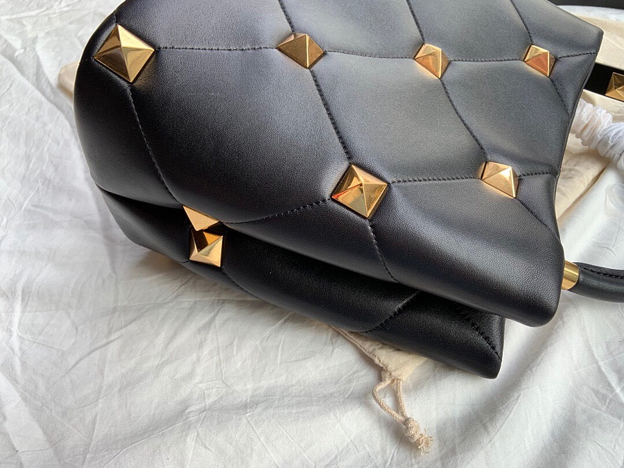VALENTINO AAA+ Handbags #460604 replica