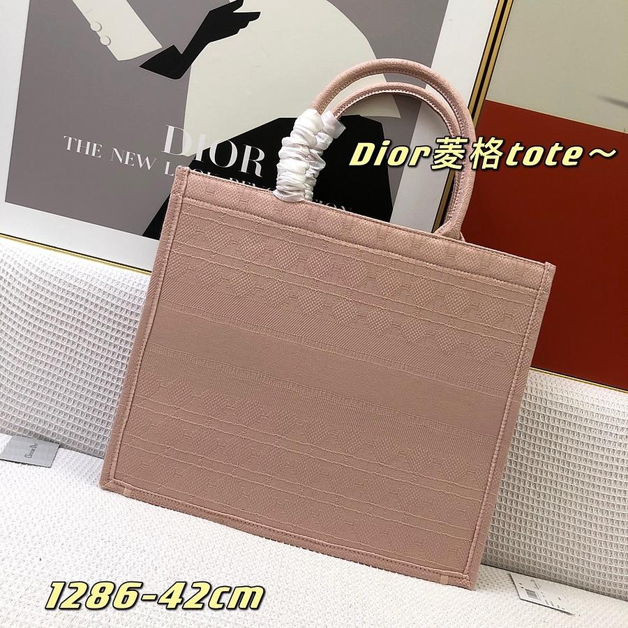 Dior AAA+ Handbags #460654 replica