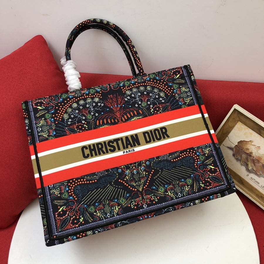 Dior AAA+ Handbags #460697 replica