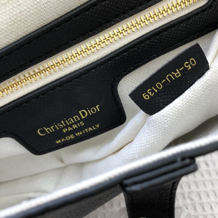 Dior AAA+ Handbags #460732 replica