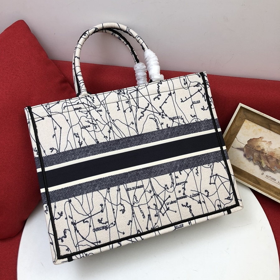 Dior AAA+ Handbags #460740 replica