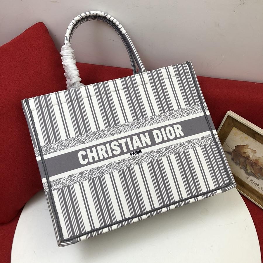 Dior AAA+ Handbags #460743 replica