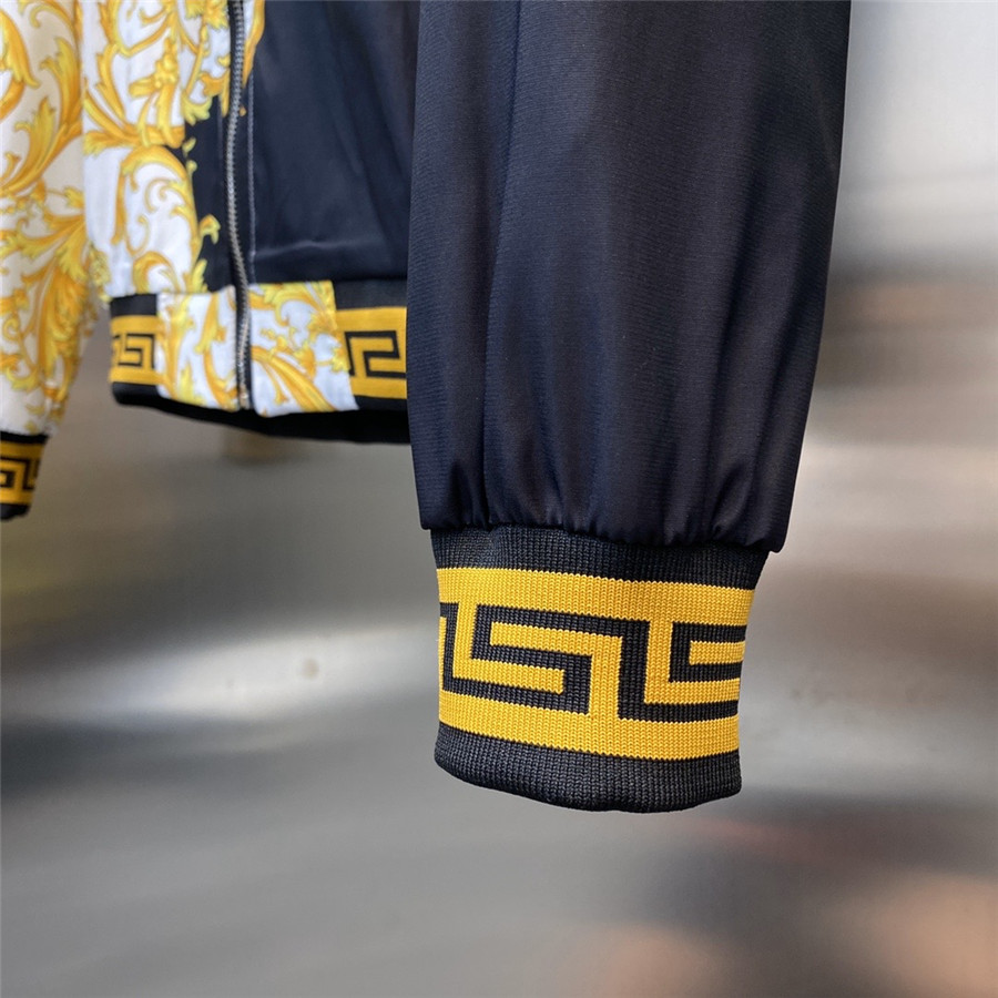versace Tracksuits for Men #465720 replica